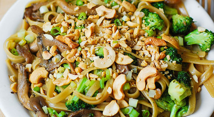 Brown Rice Pasta With Broccoli And Garlic